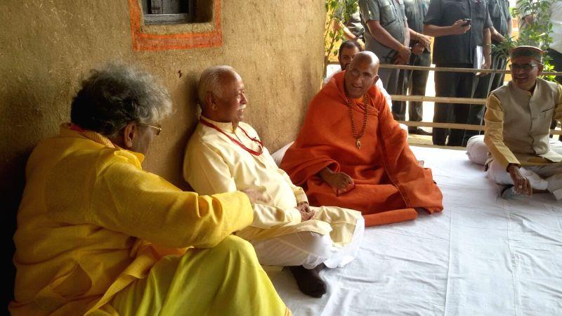 "All World Gayatri Pariwar head Dr Pranav Pandya and RSS chief Mohan Bhagwat during ""Vaicharik Mahakumbh"" in Ujjain on May 12, 2016."