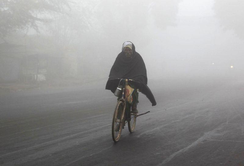 A foggy morning in Allahabad. (Photo: IANS)/