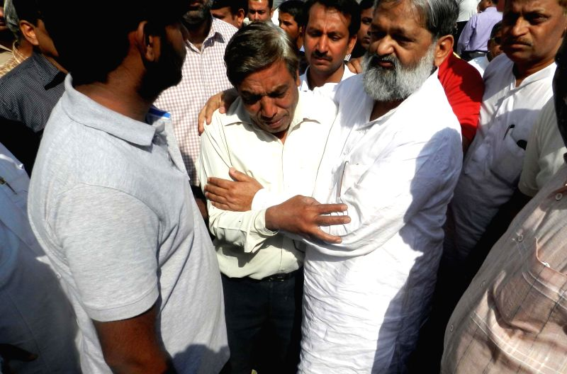 Haryana Health Minister Anil Vij consoles kin of a bus-truck accident victim at a Government Hospital in Ambala Cantt on March 31, 2015. Reportedly seven people - five lecturers and two ... - Anil Vij