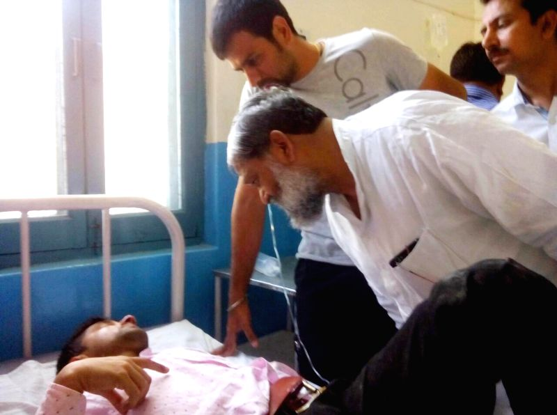Haryana Health Minister Anil Vij pays visit to the victims of a bus-truck accident at a Government Hospital in Ambala Cantt on March 31, 2015. Reportedly seven people - five lecturers and two ... - Anil Vij