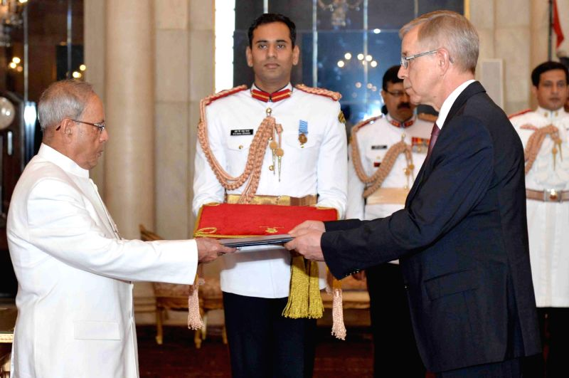 Ambassador-designate of the delegation of European Union,Tomasz Kozlowski presents his credential to the President Pranab Mukherjee, at Rashtrapati Bhavan, in New Delhi on Nov 13, 2015. - Pranab Mukherjee