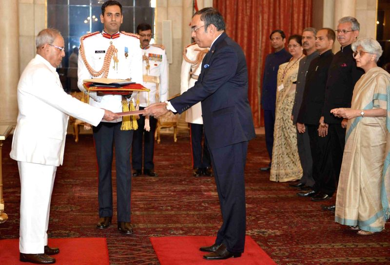 Ambassador-designate of the Republic of the Democratic Socialist Republic of Sri Lanka, Esala Weerakoon presents his credential to President Pranab Mukherjee, at Rashtrapati Bhavan, in New ... - Pranab Mukherjee