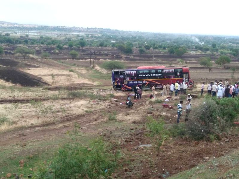 Ambhora (Maharashtra): The bus en route to Beed city from Mumbai that plunged into a ditch killing at least nine passengers, near Ambhora of Maharashtra on June 11, 2017.