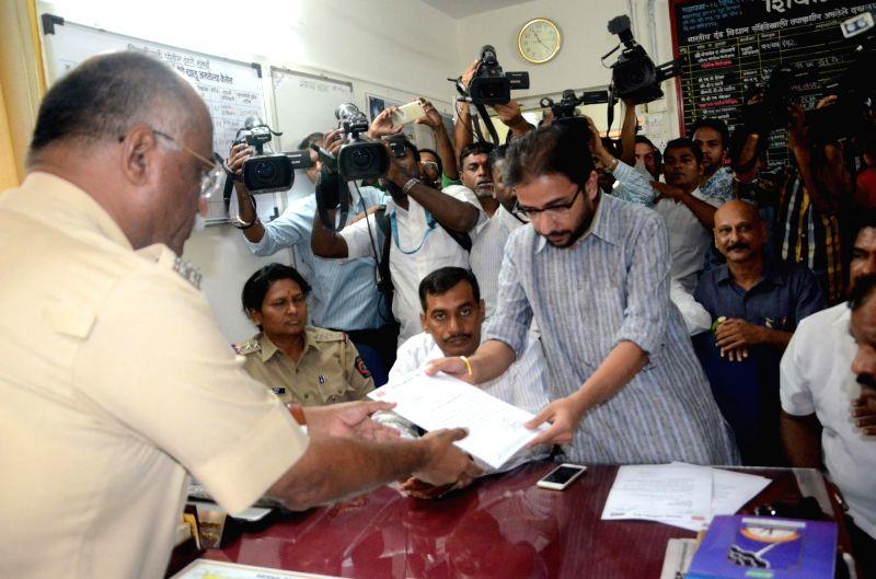 Amey Khopkar, the Maharashtra Navnirman Sena (MNS) film wing president lodges a complaint against All India Bakchod's (AIB) Tanmay Bhat in Mumbai, on May 30, 2016.