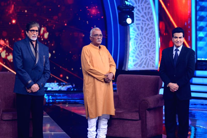Amitabh Bachchan, Aaj Ki Raat Hai Zindagi Hero Vijay Thakur and Jeetendra on the sets of Aaj Ki Raat Hai Zindagi (2) - Amitabh Bachchan