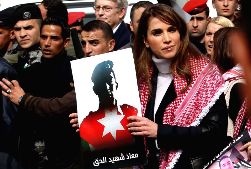Jordanian Queen Rania walks(R, front) in down  Town Amman during a march against the Islamic state (IS) group and in reaction to the burning alive of Jordanian pilot ..