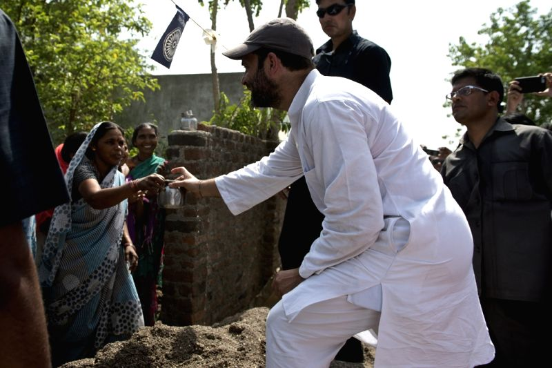 Congress vice-president Rahul Gandhi interacts with farmers during his padyatra in Amravati district of Maharashtra's Vidarbha region on April 30, 2015.