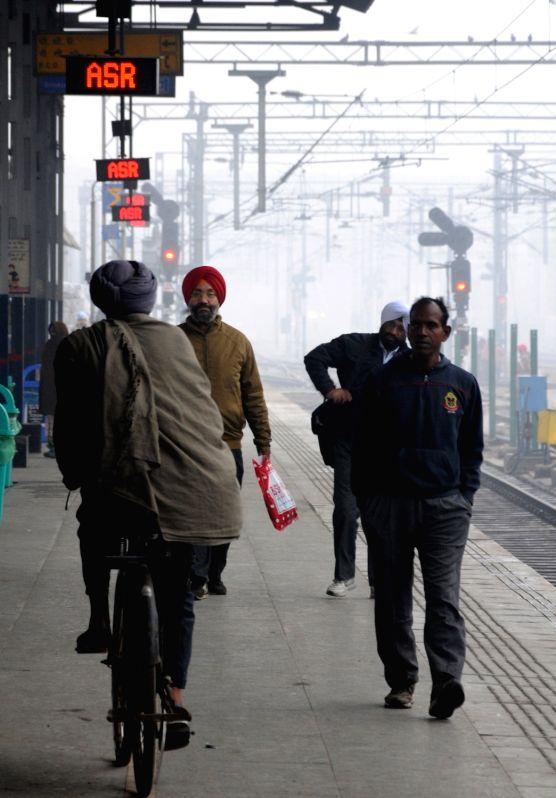 Amritsar: A blanket of fog engulfs Amritsar on a chilly winter morning, on Dec 17, 2019.