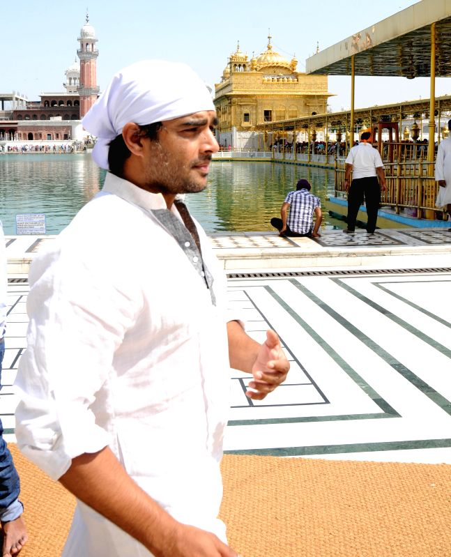 Actor R. Madhavan pays obeisance at the Golden Temple in Amritsar, on April 21, 2015. - R. Madhavan