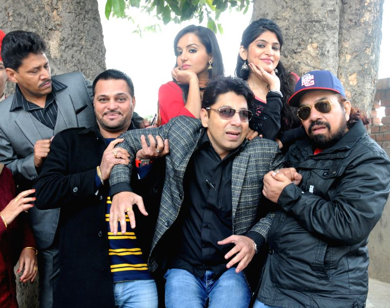 Actors B N Sharma, Garry Waraich, Gurchet Chitarkar, Nancy Johal and Sumandeep during promotion of their upcoming film `Cross Connection` in Amritsar, on Dec 21, 2014. - B N Sharma, Garry Waraich, Gurchet Chitarkar, Nancy Johal and Sumandeep