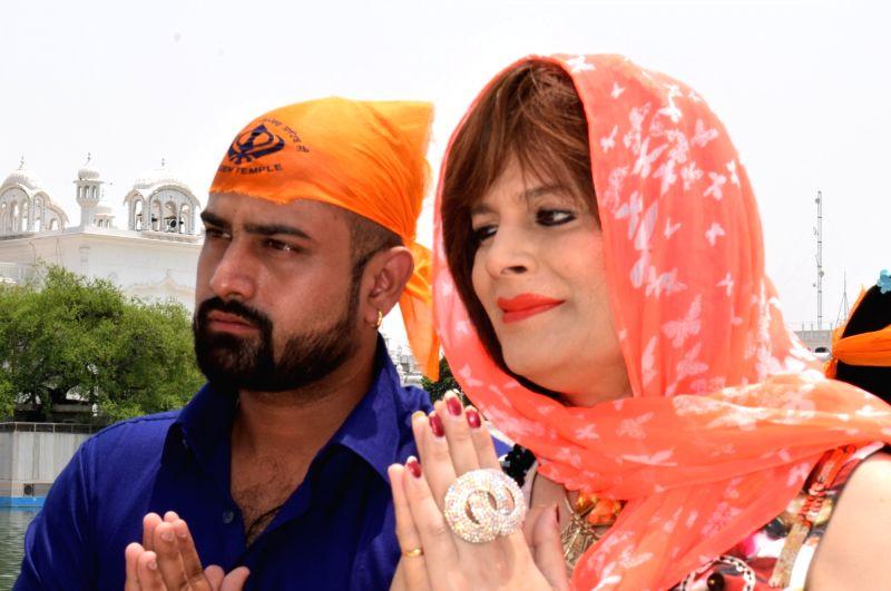 Amritsar: Actress Bobby Darling aka Pakhi Sharma with her husband Ramneek Sharma pays obeisance at the Golden Temple in Amritsar on June 19, 2017. - Bobby Darling, Pakhi Sharma and Ramneek Sharma
