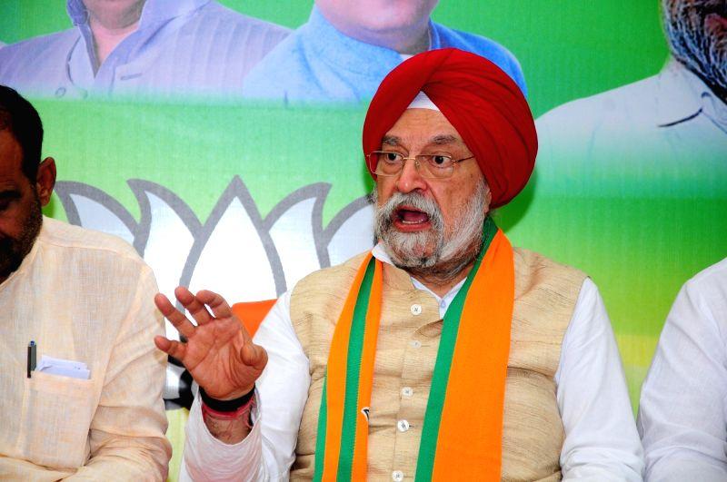Amritsar: BJP candidate for Amritsar Lok Sabha seat, Hardeep Singh Puri addresses a press conference in Amritsar on May 14, 2019.