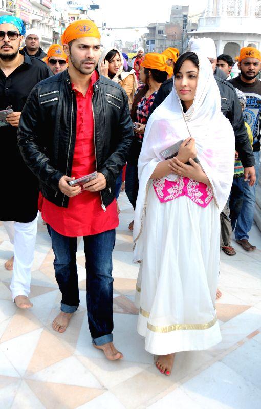 Bollywood actors Varun Dhawan and Yami Gautam offer prayer at Golden Temple in Amritsar on Feb. 1, 2015. Varun Dhawan and Yami Gautam is promoting their upcoming Bollywood Movie ... - Yami Gautam