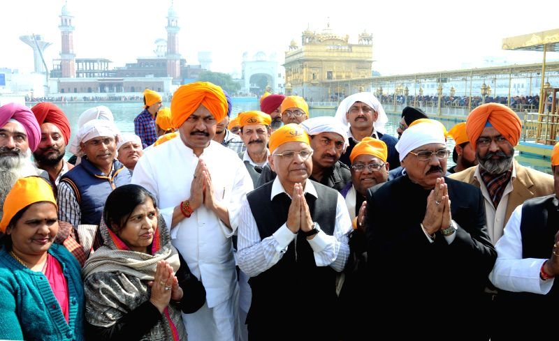 Chairman of the Parliamentary Standing Committee on Environment and Forests Aswani Kumar and other committee members pay obeisance at the Golden Temple in Amritsar on Feb 14, 2015.
