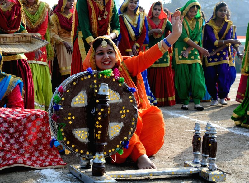 Girls perform a giddha dance during the full dress rehearsal for the 66th Republic Day parade in Amritsar on Jan. 24, 2015.