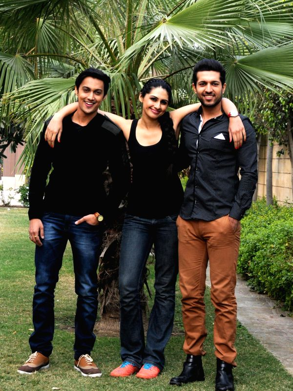 (L to R) Actors Teeshay Shah, Sonel Singh and Saatvic during the promotion of their ongoing serial `Everest` on Star Plus in Amritsar on Nov. 27, 2014. - Teeshay Shah, Sonel Singh and Saatvic