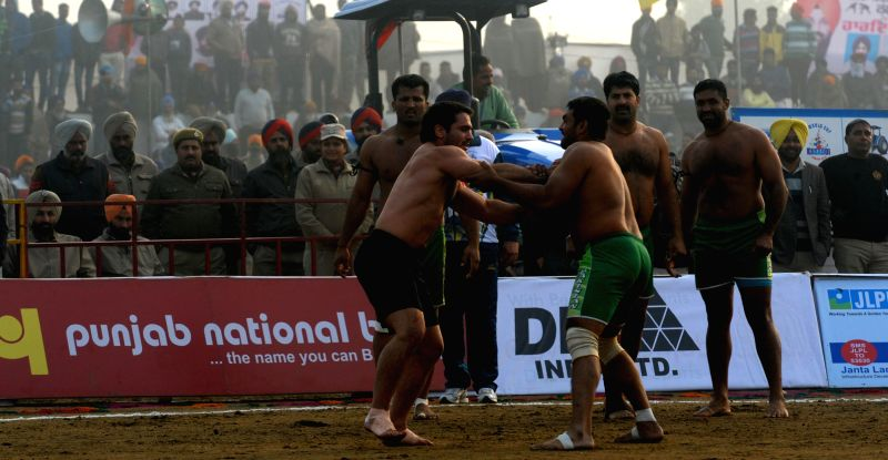 Amritsar : Mehta Chownk: Players in action during the 5th World Cup Kabaddi match between Pakistan and Argentina at Mehta Chownk, 40 KM away from Amritsar on Dec. 17, 2014.