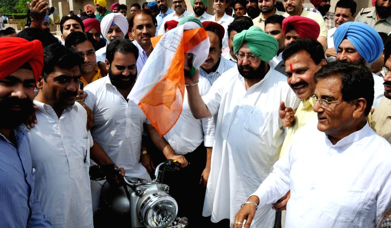Amritsar MP and Congress leader Captain Amarinder Singh during a programme organised on United Nations' International Day Against Drug Abuse and Illicit Trafficking in Amritsar on June 26, 2014. - Amarinder Singh