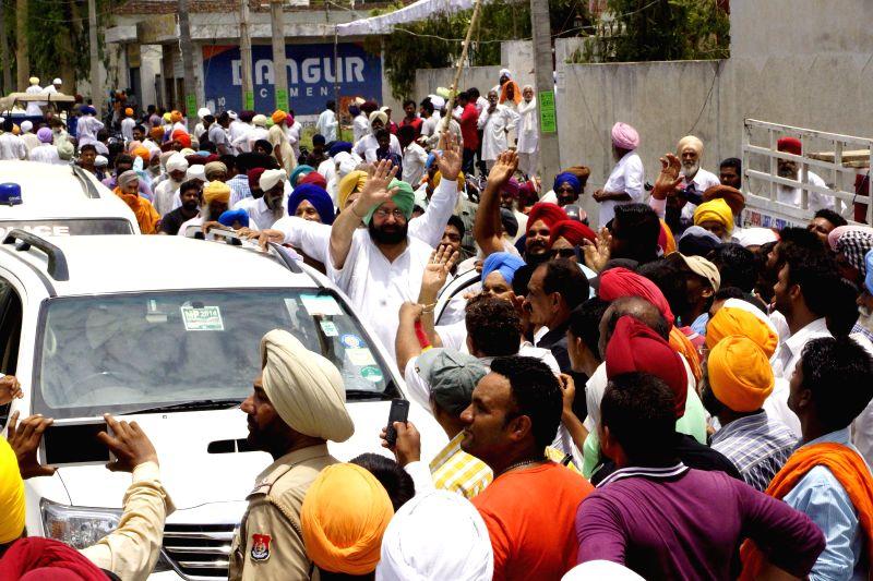 Amritsar MP and Congress leader Captain Amarinder Singh during a road show in Majitha near Amritsar on June 26, 2014.