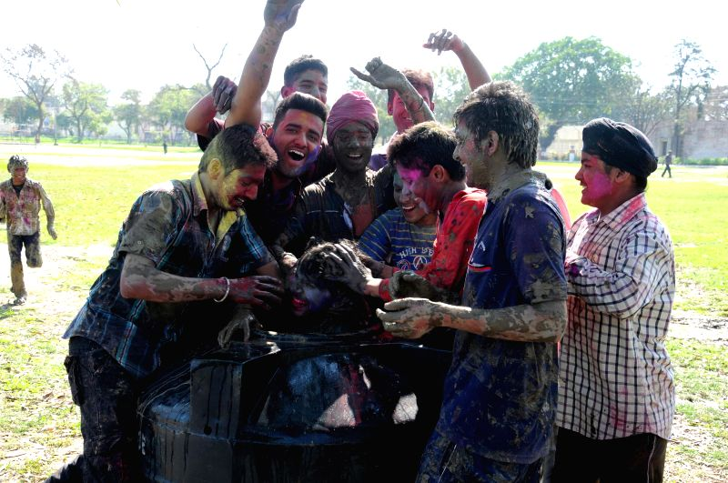 People celebrate holi in Amritsar on March ​6​, 2015.