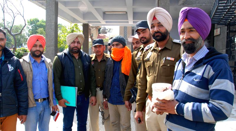 Police presents before press an NRI who was held with 1 kg heroin in Amritsar, on Feb 28, 2015.