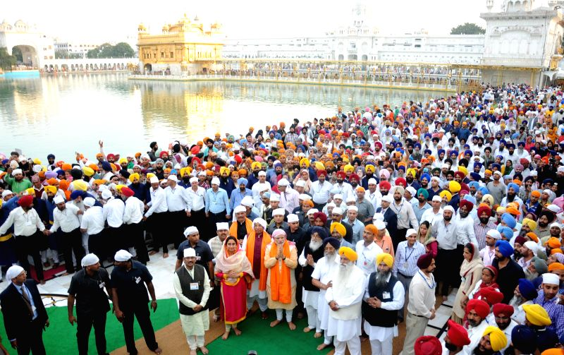 Prime Minister Narendra Modi pays obeisance at the Golden Temple, in Amritsar, Punjab on March 23, 2015. - Narendra Modi