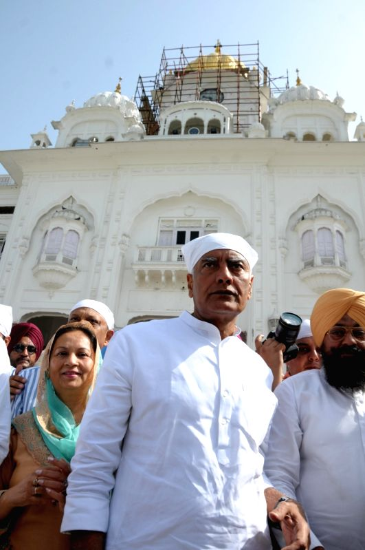 Amritsar: Punjab Congress president and party's Lok Sabha candidate from Gurdaspur, Sunil Kumar Jakhar at the Golden Temple, in Amritsar, on April 26, 2019.