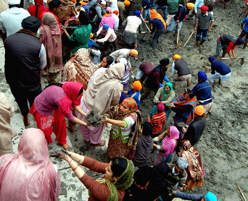 Sikhs take part in `Kar Seva` at Gurudwara Bibeksar Sahib in Amritsar, on Dec 14, 2014.