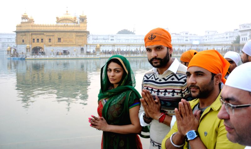 Starscast of upcoming Punjabi movie `Proper Patola` Neeru Bajwa, Yuvraj Hans and Harish Verma paying obeisance at Golden Temple during their promotional Tour in Amritsar, on Nov 26, 2014. - Harish Verma