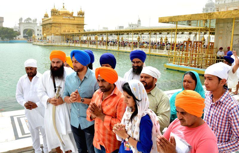 The actors of hardliner Sikh leader Baljit Singh Daduwal's film `The Blood Street`, Sonpreet Jawanda and Binni Singh pay obeisance at the Golden Temple in Amritsar, on April 20, 2015. - Baljit Singh Daduwa