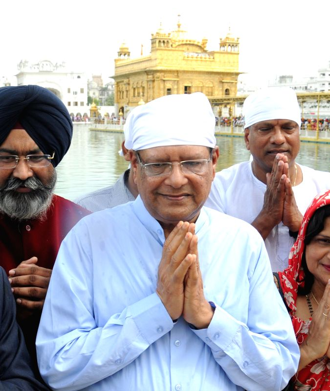 The Mauritius President Rajkeswur Purryag  pays obeisance at the Golden Temple in Amritsar, on April 19, 2015.