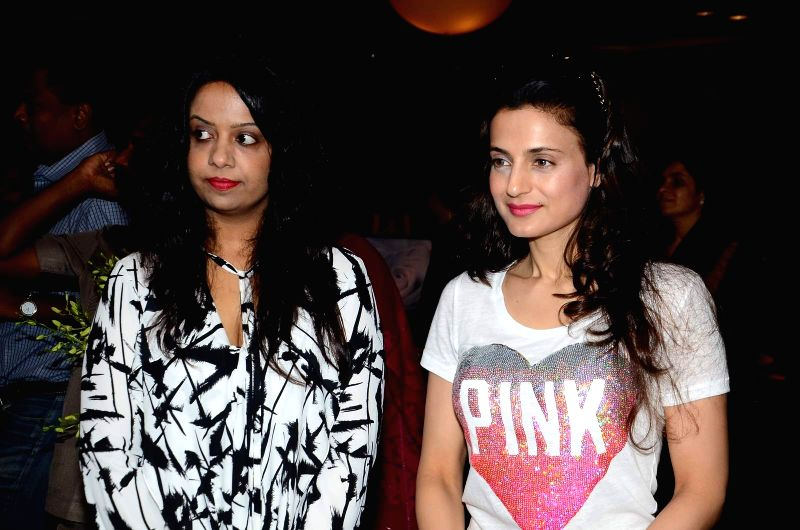 Amruta Fadnavis wife of Maharashtra Chief Minister Devendra Fadnavis and Ameesha Patel during the inauguration of solo exhibition by artist Sharvari Luth in Mumbai. - Devendra Fadnavis and Ameesha Patel