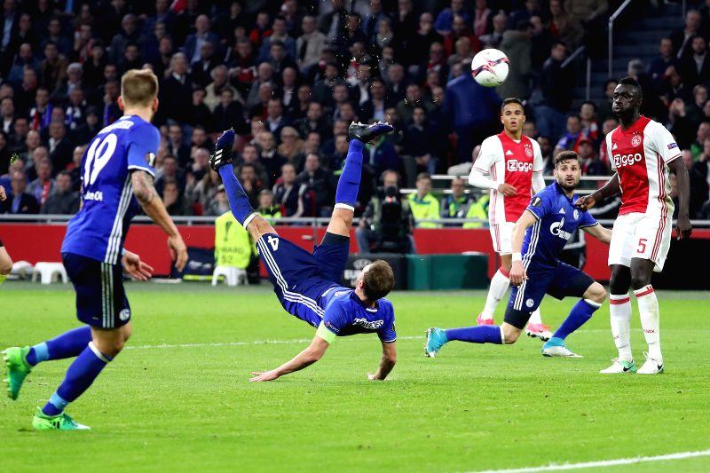 AMSTERDAM, April 14, 2017 - Benedikt Hoewedes (C) of FC Schalke 04  shoots during the UEFA Europa League quarter final first leg soccer match between Ajax and FC Schalke 04 in Amsterdam, the ...
