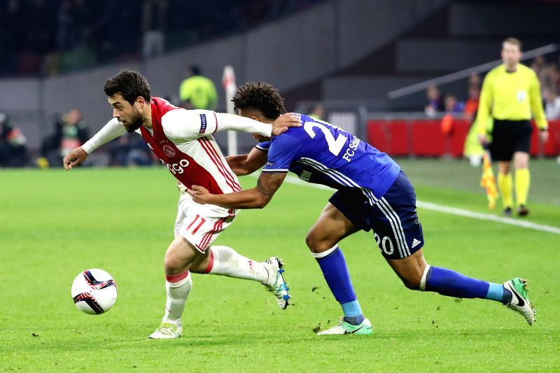 AMSTERDAM, April 14, 2017 - Thilo Kehrer (R) of FC Schalke 04 vies with Amin Younes of Ajax during their UEFA Europa League quarter final first leg soccer match in Amsterdam, the Netherlands, 13 ...
