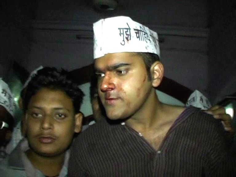 An Aam Aadmi Party (AAP) worker who was injured in an alleged attack by suspected BJP workers in Assi Ghat of Varanasi on April 28, 2014.