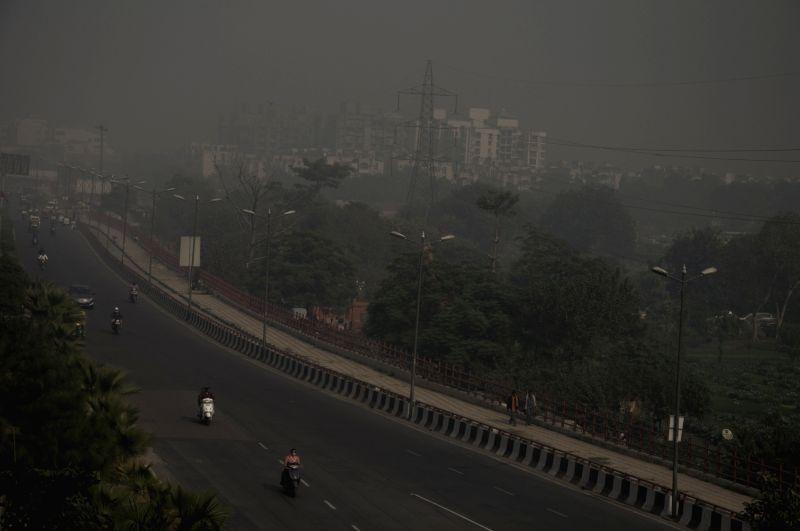 An envelope of smog covers Delhi on Nov 20, 2015.