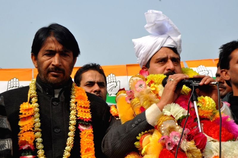 Congress candidate for upcoming Jammu and Kashmir Legislative Assembly Polls from Anantnag Hilal Ahmad Shah addresses during a public rally in Anantnag district of the state, on Nov 21, ...