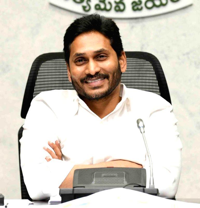 Andhra CM honours Indian flag designer's daughter, descendants