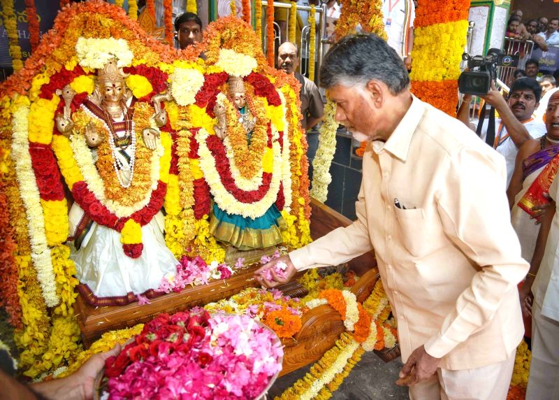Andhra Pradesh Chief Minister N. Chandrababu Naidu performs rituals during 'Jalasiriki harathi' at Srisailam temple, in Kurnool, Andhra Pradesh, on  Sept 14, 2018. - N. Chandrababu Naidu