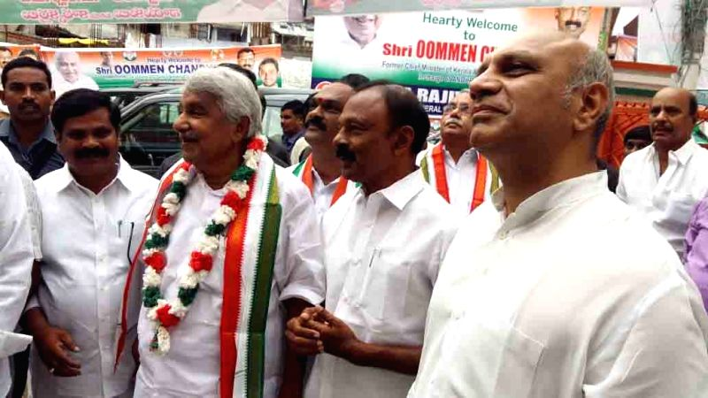 Andhra Pradesh Congress Committee (APCC) President N Raghuveera Reddy with former Kerala Chief Minister and Congress leader Oommen Chandy, in Vijayawada on June 12, 2018. - N Raghuveera Reddy