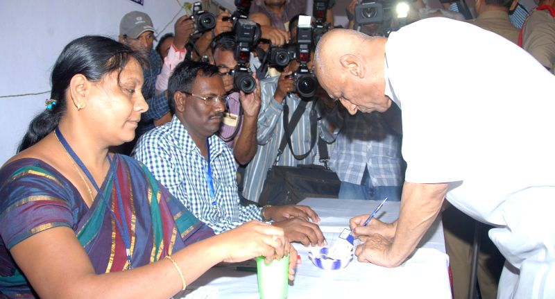 Andhra Pradesh Governor ESL Narasimhan arrives to cast his vote at Anganwadi Center (ICDS) Rajnagar polling booth during the seventh phase of 2014 Lok Sabha Polls in Hyderabad on April 30, 2014.