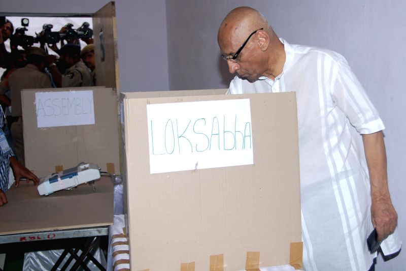 Andhra Pradesh Governor ESL Narasimhan casts his vote at Anganwadi Center (ICDS) Rajnagar polling booth during the seventh phase of 2014 Lok Sabha Polls in Hyderabad on April 30, 2014.