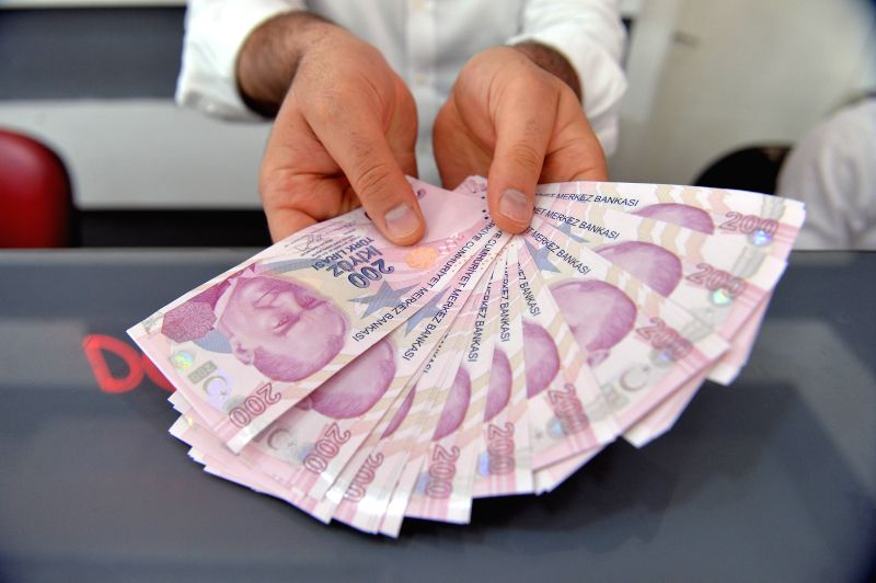 ANKARA, Aug. 10, 2018 - A money changer counts Turkish lira banknotes at a currency exchange office in Ankara, Turkey, on Aug. 10, 2018. The Turkish lira on early Friday hit an all-time low of 6.30 ...