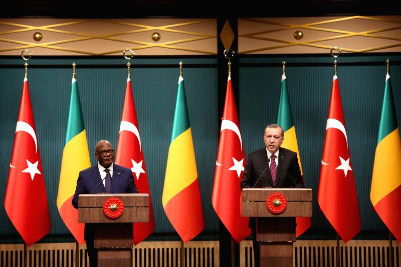 Mali's President Ibrahim Boubacar Keita (L) and Turkish President Recep Tayyip Erdogan attend a joint press conference in the presidential palace in Ankara, Turkey, .