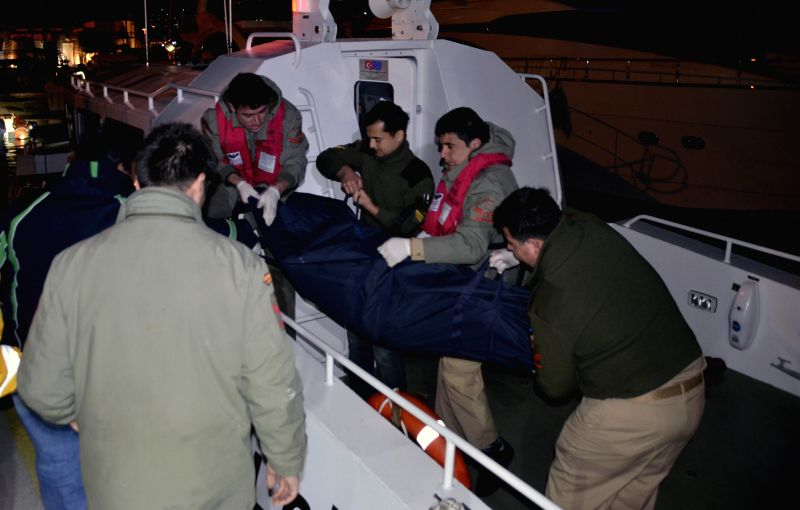Rescuers transfer a body after a migrant boat sank off western Turkey, March 17, 2015. At least five Syrian migrants died on Tuesday when a boat with about 16 ...
