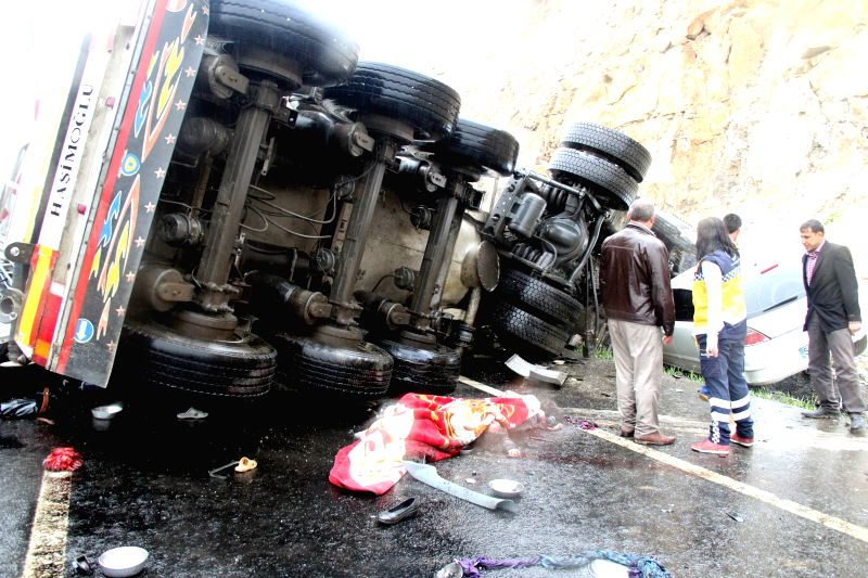 Photo taken on March 29, 2015 shows the accident site in Sanliurfa Province of Turkey. At least twelve people were killed and six others injured in the accident ...
