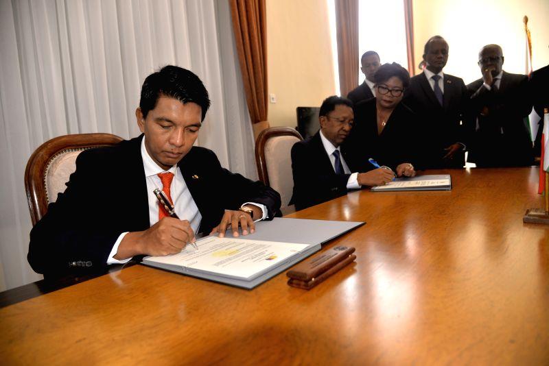ANTANANARIVO, Jan. 18, 2019 - Andry Rajoelina (1st, L) and Hery Rajaonarimampianina (2nd, L) sign the official documents in the presence of acting president Rivo Rakotovao (2nd, R) in Antananarivo, ...