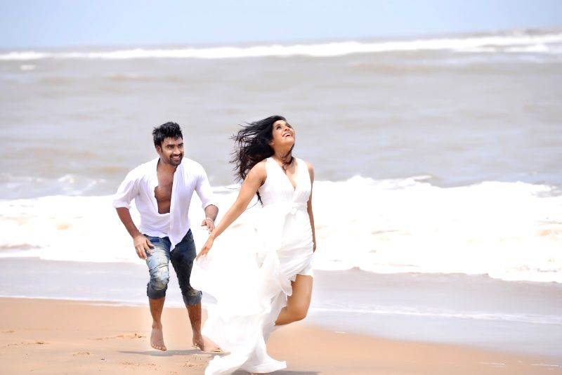 Anthaku minchi - stills.