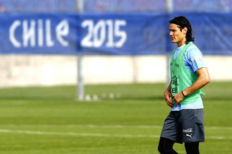 Uruguay national soccer team player Edinson Cavani during a training session at the Calvo y Bascunan stadium in Antofagasta, Chile, 10 June 2015. Uruguay will face Jamaica on 13 June in ...