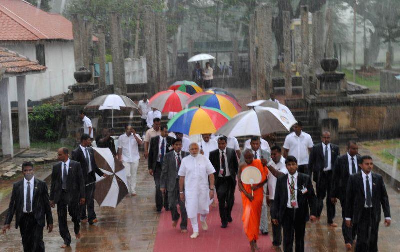 Prime Minister Narendra Modi visits Ruwanwelisaya Chethiya Stupa, at Anuradhapura, in Sri Lanka on March 14, 2015. - Narendra Modi